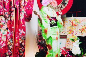 涼しげな浴衣をお選び頂きました👘艶やかな浴衣に和柄のかんざしが、お似合いです。 體驗涼爽的浴衣,華麗又可愛的和風花紋,非常適合您們喔!