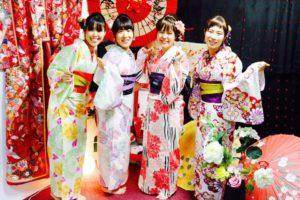 皆様それぞれお似合いの浴衣をお選び頂き浅草観光です💗 華やかでとても素敵です! ヘアーセットも編み込みやシニヨンで伝統的スタイルです💗 東京旅行楽しんで下さいね✈️💗 大家都選了跟自己很搭的浴衣呢~ 非常華麗可愛~很適合大家,髮型也是本店獨家設計的唷!! 祝大家東京旅行愉快。