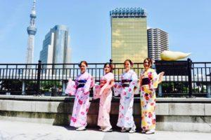 中国からお越しの仲良しグループの皆様です。和柄模様の着物をお選び頂きました。とてもお似合いで可愛いです。浅草観光楽しんで下さいね😊 來自中國的客人,四位都是非常好的朋友,大家都選了傳統和風花紋的和服唷,超級可愛的~祝您們在淺草玩得愉快。