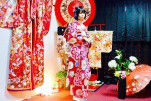 本振袖をお選び頂きました。宮脇咲良さんがお選び頂いたのと、同じものです。豪華絢爛な伝統的な帯結びです^_^