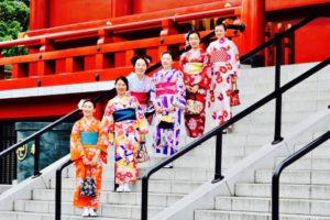 海外からお越しのお客様です。着物体験ありがとうございます😊また皆様の同行写真プランもご利用頂きました。ありがとうございます。 從海外來的客人,謝謝您們體驗了本店的和服,大家都非常美麗動人,祝各位在日本旅遊愉快。