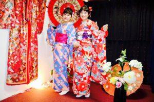 限定キャンペーンプランをご利用頂きました👘 台湾からお越しのお客様です💕豪華な振袖と艶やかなお着物をお選び頂きました。とてもお似合いで素敵です(*^▽^*)浅草観光楽しんで下さいね😊 來自台灣的客人,體驗了本店的限定方案唷~選擇了紅色豪華感十足的振袖以及藍色底粉色櫻花圖案的和服,兩位都非常漂亮~祝您們在淺草玩得愉快。