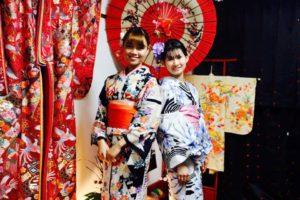 ベトナムからお越しのお客様です💕 伝統的な浴衣をそれぞれお選び頂き浅草観光にお出掛けです💕ヘアーセットもとてもお似合いですね💗 和服体験ありがとうございます😊 來自越南的客人,傳統花紋的浴衣很適合您~謝謝您們體驗本店和服。祝兩位在日本觀光愉快^^