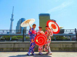 香港からの仲良しグループです!着物体験ありがとうございます(●^o^●) とても可愛いです!浅草散策楽しんで頂きました。( ^-^)ノ∠※。.:*:・'°☆