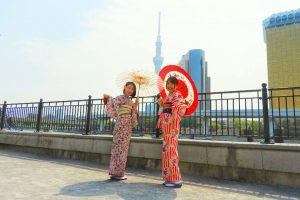 艶やかなお着物がとてもお似合いです(~▽~@)♪♪♪浅草散策楽しんでくださいね(σ≧▽≦)σ