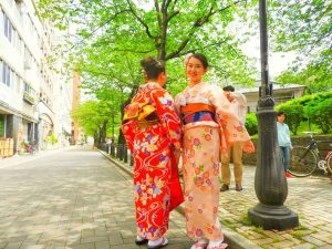 中国から、御家族で着物体験ありがとうございます(●^o^●) 伝統的な着物をお選び頂きました\(^-^)/