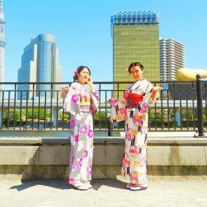 中国からのお客さまです。伝統的な着物に、帯を蝶結びでアレンジいたしました!とても可愛いですね\(^o^)/