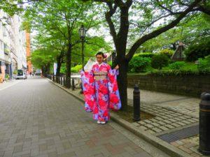 上海からのお客さまです。御結婚祝いに振り袖を体験して頂きました。艶やかなピンクのお花模様に、豪華な袋帯で、御祝いの帯結びです。 おめでとうございます( ^-^)ノ∠※。.:*:・'°☆