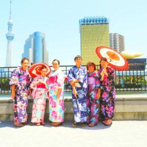 マレーシアからの御家族が着物体験して頂きました\(^-^)/お天気もよく、浅草観光日和ですね\(^o^)/日本文化を楽しんでくださいね (⌒‐⌒)