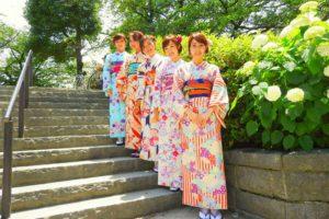 レトロモダンなお着物をお選び頂きました。日本の伝統柄が、皆さんとてもお似合いです。浅草散策楽しんでくださいね♪