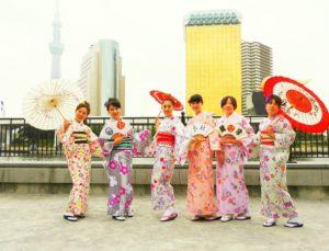 海外からのお客様です。皆様艶やかなお着物がとてもお似合いです(*^^*)浅草観光楽しんでくださいね♪