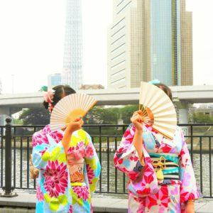中国からのお客様です。ピンクの振り袖を体験して頂きました。ヘアーセットもとてもお似合いです\(^_^)/