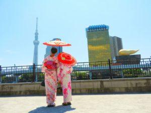 中国からの御家族です。伝統的な浴衣をお選び頂きました!和柄の浴衣がとても可愛いいです\(^_^)/ 从江苏来的一家三口,母女负责貌美如花,爸爸负责全程拍照(^_^) 日本特色的亲子装,出门回头率绝对的百分之二百!粉色系的妈妈更加温柔动人,宝宝更加可爱童真(^_^)