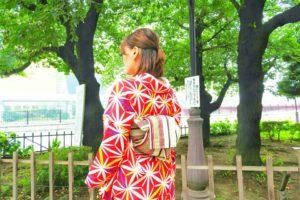 撮影で、麻の葉模様の着物をご利用頂きました(^^) 艶やかで赤の色彩がとてもお似合いです\(^_^)/