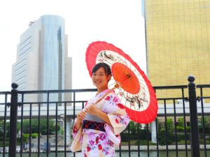 香港からのお客様です!ピンクの艶やかな可愛い浴衣をお選び頂きました(^^)とてもお似合いです\(^_^)/浅草観光楽しんで下さいね(*^ー^)ノ♪