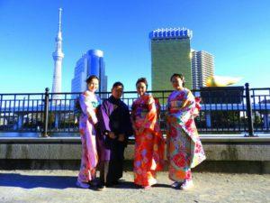 中国からのお客様です(^○^)上品な振袖着物をお選び頂きました(^^)とても華やかで素敵です(^_^)着物体験ありがとうございます! 來自中國的客人(^o^)選擇了華麗高雅的振袖和服,每位選擇了不同顏色,都超級美麗的呢!願今日的和服體驗能讓這趟日本之旅增添一段美好的回憶(・∀・)