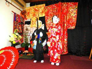 香港からのお客様です(^○^)日本伝統的な振袖をお選び頂きました(^^)とても可愛いです\(^_^)/浅草観光楽しんで下さいね! 來自香港的客人(^^)選擇了人氣款的振袖和服!帶著面具拍照增添不同風味呢!變身成小武士和小日本女孩,超級可愛呢(^o^)
