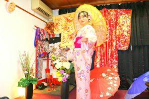 上海からお越しのお客様です\(^_^)/初めての和服体験ありがとうございます(^^)/浅草初詣楽しんで頂きました(^^) 來自上海的客人(^・^)今天是第一次體驗和服喲!選擇了淺粉色款的和服,搭配桃紅色袋帶,好可愛(^o^)淺草觀光愉快喲!