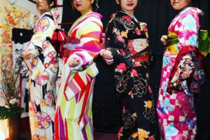 艶やかなお着物をお選び頂きました(^^)#日本 の #伝統 柄です。皆様 #女子会 での楽しい思い出に、#和服 を #体験 頂きました(^^)ありがとうございます( ^-^)ノ 四位都選擇了不同顏色的和服(^^)日式傳統款式的柄!穿著和服的女子會能留下美好又特別難忘的回憶!祝四位玩得開心喲( ^-^)ノ