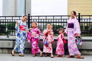 香港からお越しのご家族のお客様です😊お子様も浴衣姿がとても可愛いですね💗みなさんとてもお似合いです(*^▽^*) 和服体験ありがとうございます👘 來自香港的一家人~小朋友穿浴衣的樣子好可愛~謝謝您們體驗日本傳統文化,歡迎下次再來玩唷~