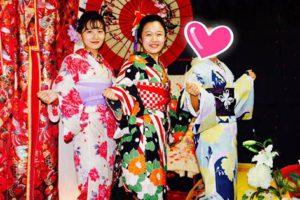 海外からお越しのお客様です。 艶やかなレトロモダンな夏浴衣をお選び頂きました👘✨✨日本での女子会楽しんで下さいね(*^▽^*) 來自海外的客人,選擇了鮮艷顏色以及復古風格的浴衣唷!祝您們在日本玩得開心💕😊