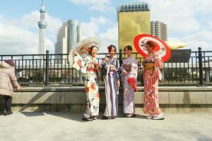 隅田川の桜も咲き始めてきました。日本の伝統的なお着物を着て、散策楽しんでくださいね♪