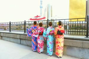 艶やかなお着物が、とても素敵ですね\(^o^)/桜開花中です????