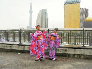 中国からのお客さまです。伝統的なビンク色の振り袖をお選び頂きました。( ^-^)ノ∠※。.:*:・'°☆着物体験ありがとうございます。