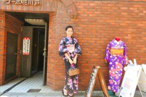 日本でご活躍のモデルさんです。紺地のピンクのお花模様がとても可愛いです~ご来店ありがとうございます(●^o^●)