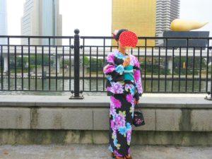 中国からのお客様です。黒地の鮮やかな浴衣をお選び頂きました!帯アレンジもヘアーアレンジもとても素敵です💖浅草散策楽しんで下さいね(*^ー^)ノ♪
