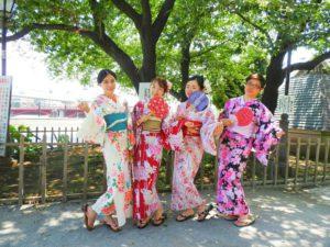中国からのお客様です\(^_^)/華やかで、レトロモダンな浴衣をお選び頂きました~とてもお似合いで、可愛いいです!!!❤日本の伝統を楽しんで下さいね♪