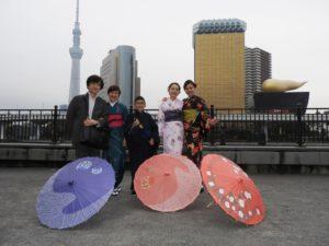 シンガポールからのお客様です\(^_^)/伝統的なお着物をお選び頂きました。男の子も羽織着物に、ダンディーに帽子を被ってお写真! 新加坡來的客人\(^_^)/ 專程來淺草體驗和服 ! 希望帶給大家美好的回憶\(^_^)/