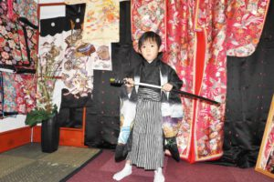 5才男の子のお着物をお選び頂きました。東京浅草観光楽しんで下さいね(*^ー^)ノ♪五歲小男孩說想扮成武士的樣子,可愛指數爆點(*^ー^)ノ♪