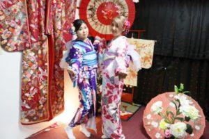 台湾からお越しのお客様です💕初めての和服体験は伝統的なお着物をお選び頂きました。素敵ですね(*^▽^*)日本、東京観光を楽しんで下さいね😊 來自台灣的客人,第一次的體驗選擇傳統的和服。非常適合您喔!祝你們在日本的東京行玩的愉快!