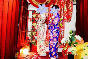 花柄などの伝統的なお着物をお選び頂きました👘✨🇯🇵 お二人共お似合いですね❤️