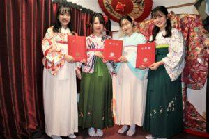 プチ卒業式 袴 女性4名 記念写真