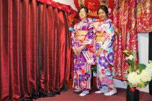 來自台灣的兩位女士,第一次穿和服就選擇了最高級的振袖,一定是很美好的回憶吧~