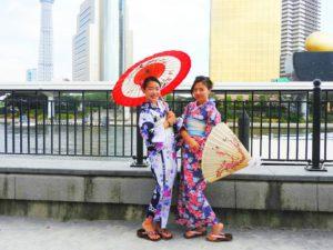 台湾のお友達のご紹介でご来店いただいたお客様です\(^_^)/お二方とも紺地の浴衣をお選び頂きました~とても素敵で可愛いいです❤浴衣体験ありがとうございます(*^ー^)ノ♪
