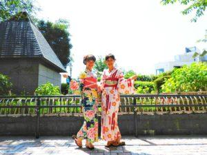 香港からのお客様です♪お母様は上品な矢羽ね柄の浴衣をお選び頂きました。お嬢様は艶やかなバラの浴衣をお選び頂きました。お二方とも浴衣にお似合いでとても素敵です\(^_^)/浅草散策楽しんで下さいね❤