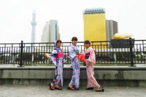 日本伝統のブルーやピンクの鮮やかで素敵な浴衣をお選び頂きました。帯結びやヘアーセットもアレンジさせて頂きました(^^)浅草観光楽しんで下さいね\(^_^)/