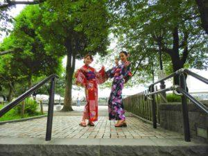 中国からのお客様です\(^_^)/艶やかな浴衣をお選び頂きました。日本伝統の浴衣にとてもお似合いですね❤浅草散策楽しんで下さいね(*^ー^)ノ♪