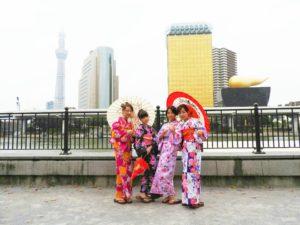 台湾からの観光客です~皆さん日本伝統の浴衣をお選び頂き。素敵な花柄の浴衣がとてもお似合いです(*^ー^)ノ♪浴衣体験ありがとうございます!