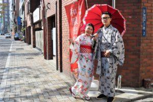 台灣來的情侶一起漫步淺草