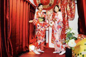台湾からお越しのお客様です💕 当店人気の紅の和柄のお着物やピンクの花柄が可愛らしいお着物をお選び頂きました