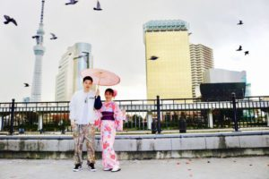 海外からお越しのお客様です😊和服体験ありがとうございます👘✨✨✨❣️ ピンクの艶やかなお着物をお選び頂きました。浅草観光楽しんで下さいね🎵