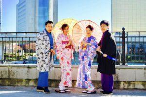 シンガポールからお越しのお客様です😊桜模様の人気のお着物に伝統的な紳士の和服をお選び頂き浅草観光にお出掛けです❤️お天気もよく散策日和ですね☀️たのしんでくださいね(*^◯^*) 来自新加坡的客人🎊,选择了樱花模样的传统绅士和服在浅草观光🎈🎵。天气特别暖和,希望大家在浅草玩的开心。