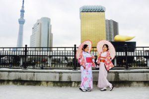 フィリピン🇵🇭からお越しのお客様をお連れ頂きました😊 花柄 や伝統的な縦線 の お着物 をお選び頂き浅草観光 へお出掛けです(*^^*)✨楽しんで下さいね🎵😊  來自菲律賓的客人跟日本朋友一同體驗和服、選擇花圖案的和服及傳統的直豎線和服體驗,準備出門淺草觀光喔!祝您們玩的開心❤️