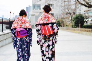 海外 からお越しのお客様です❤️❤️ 桜🌸模様が可愛らしい お着物 をお選び頂きました👘✨ ヘアーセットもレトロ でお似合いです!浅草観光 楽しんで下さいね🎵  來自海外的客人們、選擇櫻花花樣的和服,髮型也特別設計了喔!復古風格的和服非常適合您們!祝您們在淺草觀光的開心❤️