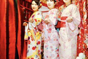 女性会で初詣⛩に 浅草浅草寺 に 和服体験 して頂きました。皆様とてもお似合いで素敵です👘👘👘💕楽しんでくださいね❣️❣️❣️  日本的新年參拜,穿著和服去的人比較多,本店不只許多從國外來的客人們來,日本的客人也很多新年來體驗和服️