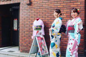 お二人共レトロモダンなお着物をお選び頂き浅草散策へお出掛けです!とても可愛いですね❤️❤️ 兩位都選擇復古風格的和服體驗,非常可愛喔!!